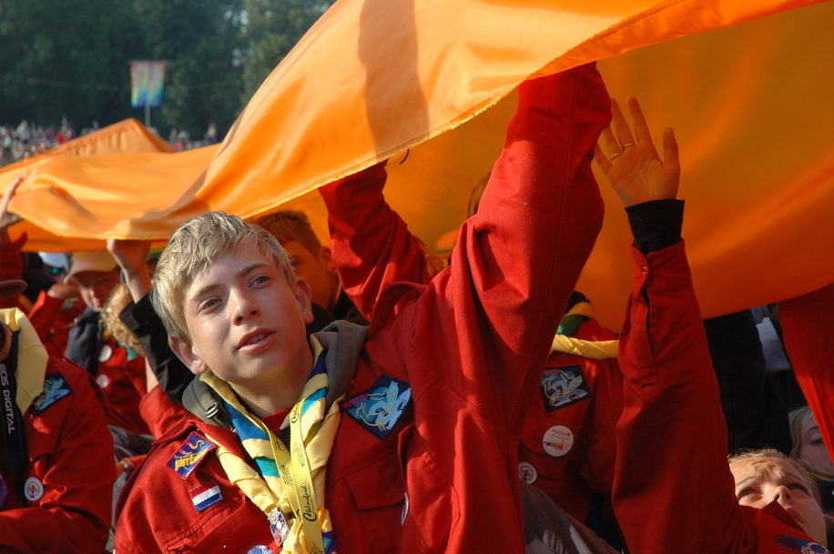 Scouting sharing the same scout promise during the Scouting sunrise ceremony the morning of the 1st of August 2007, 100 years of Scouting
