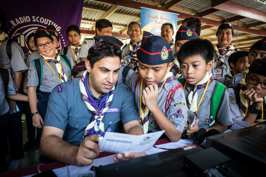 WOSM Secretary General  Ahmad Alhendawi  joined the Malaysian Scouts & chatted over the radio with Scouts from #Indonesia and over the internet with Scouts from the #Vietnam.  Jamboree on  the Air & Jamboree on the Internet (JOTA JOTI ),