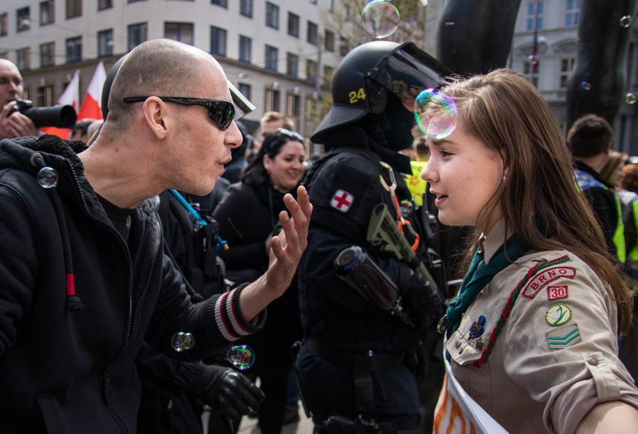 Lucie, a Scout from Junák - český skaut, in discussion with a supporter of extreme right movements, in Brno (#CzechRepublic). People from all walks of life, and #Scouts among them, came to the streets during an extreme right march yesterday, to express their support for values of diversity, peace and understanding. Creating a better world!