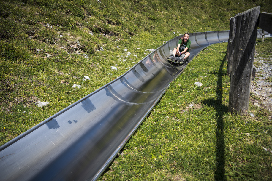 Participants of the International Rover week discover the  Alpine Slide in Öschinensee, outdoor