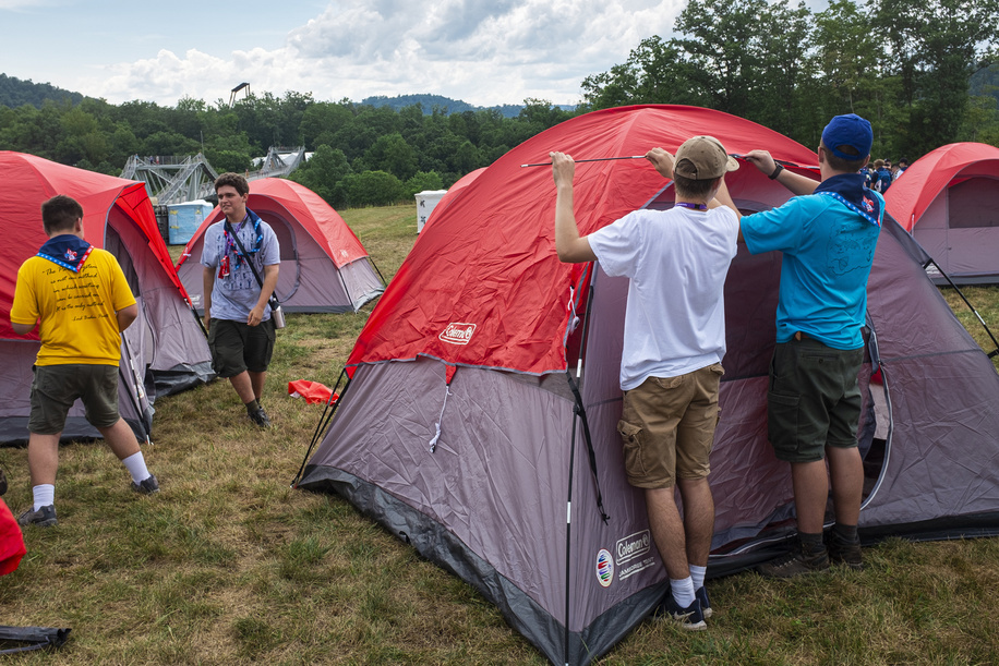 Some of the first participants arrive to the Jamboree