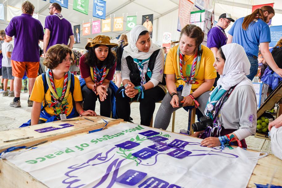 """24th World Scout Jamboree, in Summit Bechtel Reserve, West-Virginia, USA - Animation """"Messager de la Paix"""" à la Tente """"Pour un Monde Meilleur"""". Photo © Jean-Pierre POUTEAU 2019"""