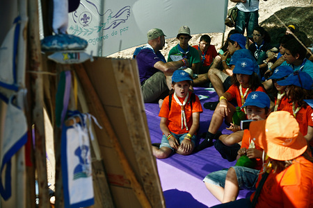 Messengers of Peace brought a workshop to the participants on the national scout jamboree organized by the major portuguese association Corpo Nacional de Escutas (CNE). Once there were more than 17 000 participants, including foreigners, this was the largest portuguese catholic jamboree ever.
